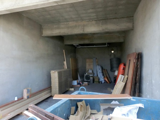 ガレージ内壁塗装 H邸 総社市  施工前
