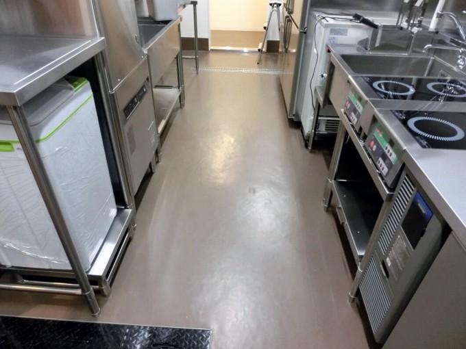 防滑(滑り止め)工事  -イオンモール広島府中 店舗厨房内- 施工前